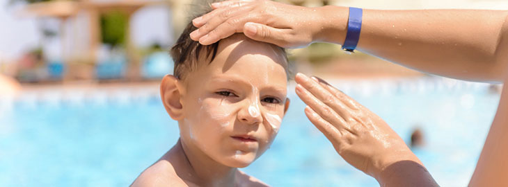 Image: applying_sunscreen_boy